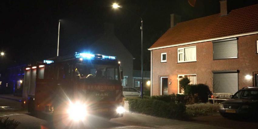 Uitslaande woningbrand blijkt brandende tuinbank achter woning in Helvoirt