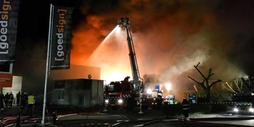 Groot bedrijfsverzamelgebouw afgebrand in Woerden