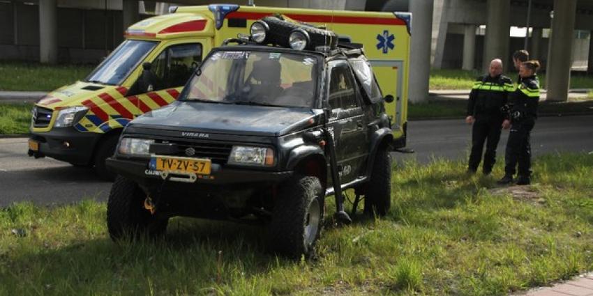 Auto slaat over de kop na afbreken achteras