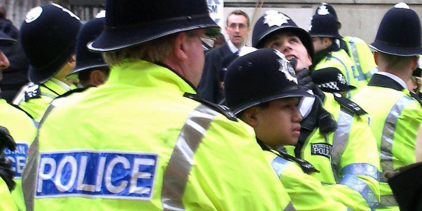 Britse politie pakt terreurverdachte met twee messen op