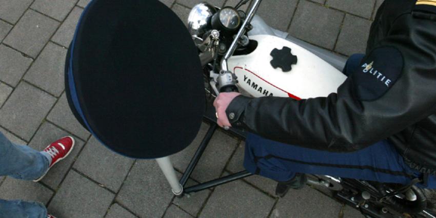 Bromfietser scheurt met 104 km/u over fietspad