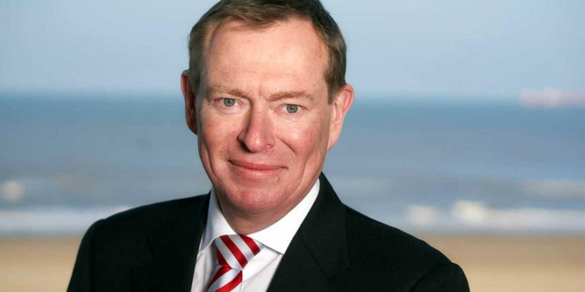 Minister Bruins gaat nieuwe dure medicijnen kritischer bekijken