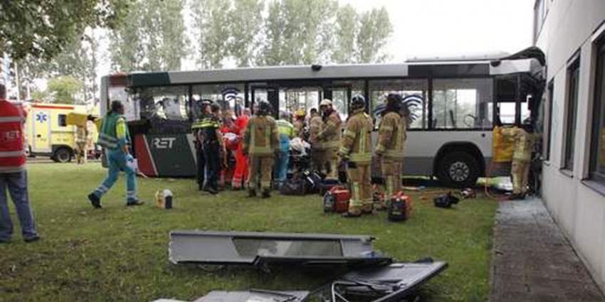 Twaalf gewonden bij ongeval met lijnbus in Rotterdam