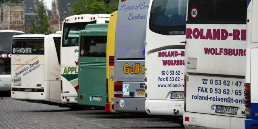 Kabinet verlaagt leeftijdsgrens buschauffeurs