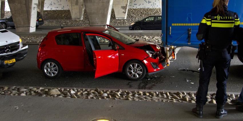 Auto, bestelbus en vrachtwagen botsen in Vlaardingen