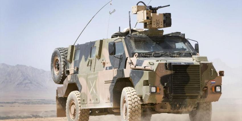 Nederlandse militairen rijden op explosief