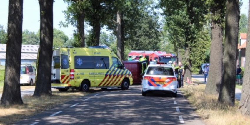 Busje belandt in Esch op zijn kant