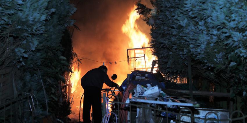 bewoner probeert zelf brand te blussen
