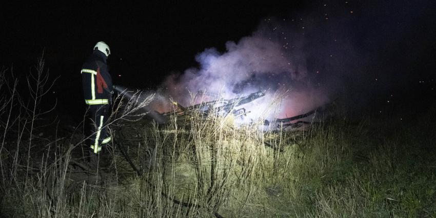 Brandweer blust buitenbrand