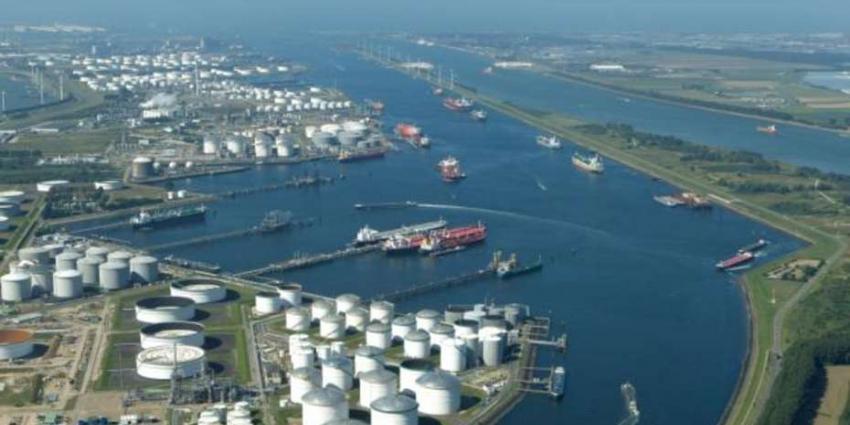 Overslag van olie doet Rotterdamse haven groeien