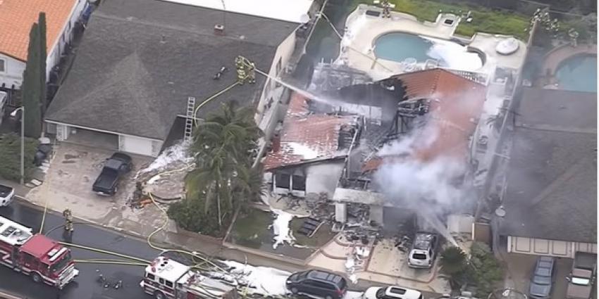Vliegtuigje crasht op woonwijk in Californië: 5 doden