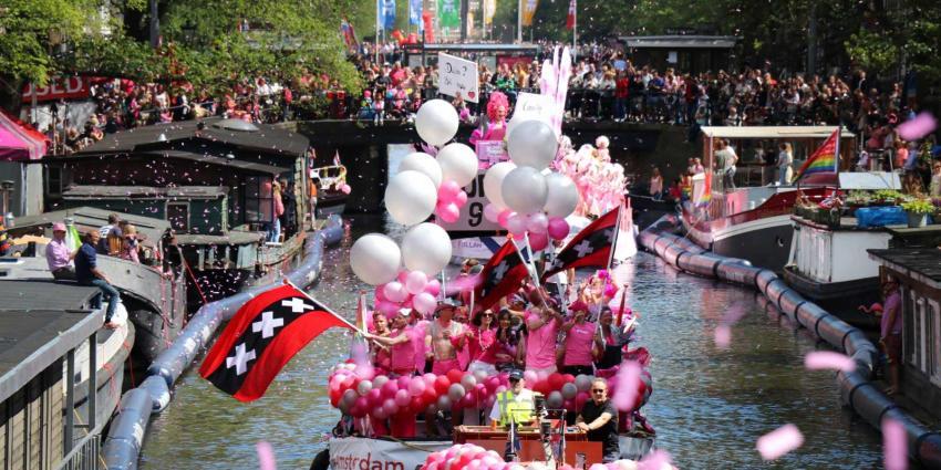 Kleurrijke Canal Parade gestart in Amsterdam