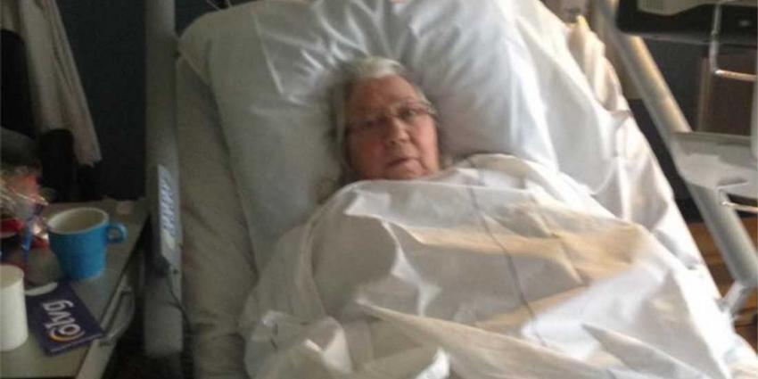 Zieke vrouw (81) in OLVG overspoelt met leuke reacties na Facebook oproep buurman