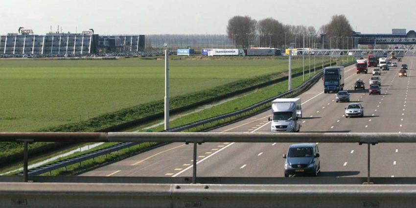 Melding man met AK-47 carpoolplaats A4 Nieuw-Vennep