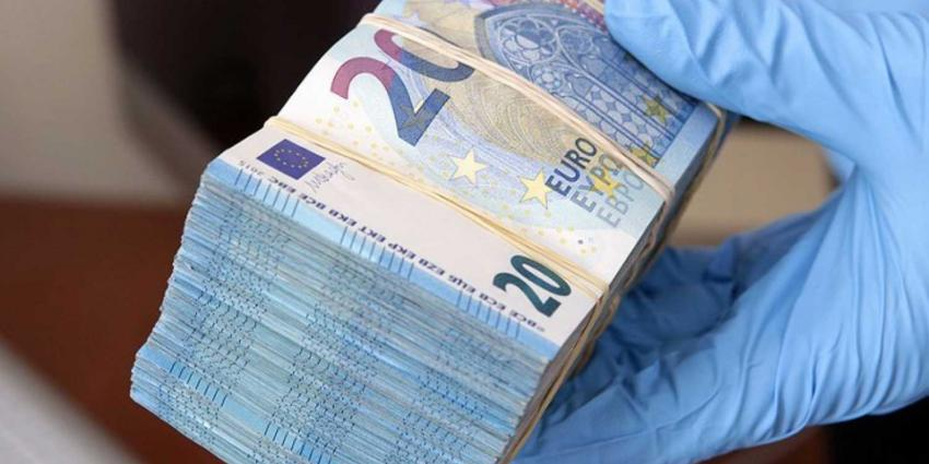 Agenten vinden 220.000 euro in Rotterdamse vuilnisbak