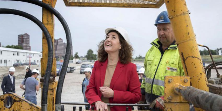 Minister Van Engelshoven verricht eerste bouwhandeling CollectieCentrum Nederland