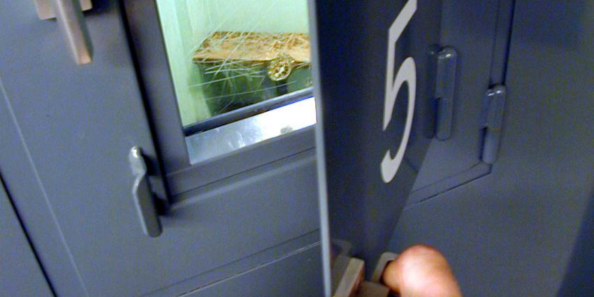 cel-deur-kijkluikje