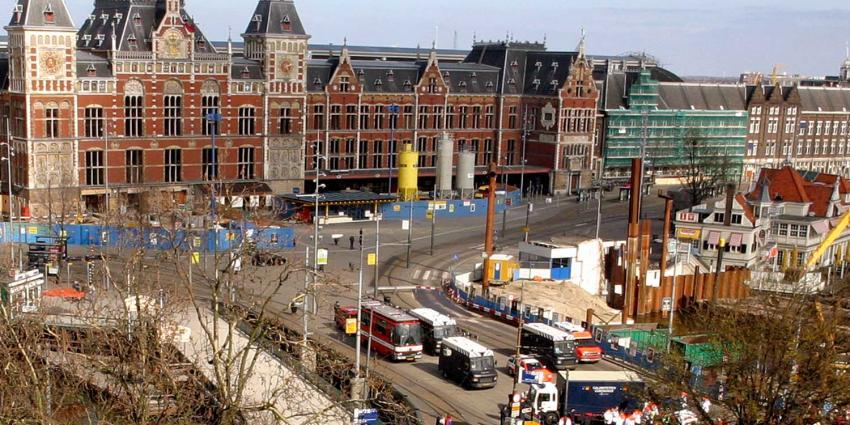 Stations Amsterdam voor 350 miljoen op de schop