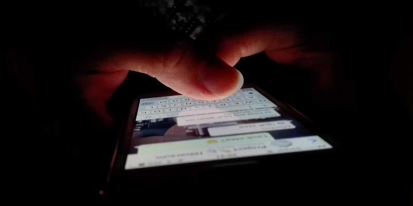 Politiemedewerker op non-actief na chatcontact met minderjarig meisje