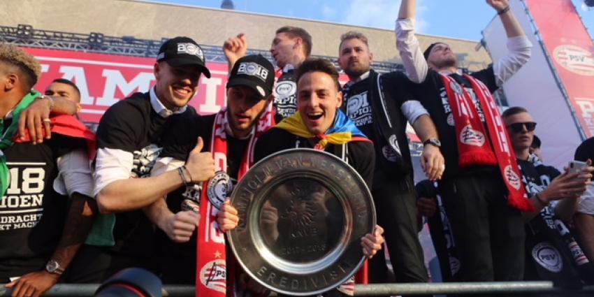 Tienduizenden Eindhovenaren op de been om huldigen landskampioen PSV