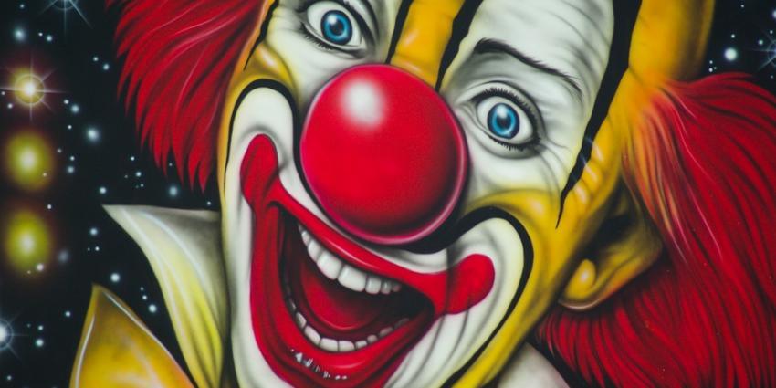 Clown jaagt kinderen stuipen op het lijf