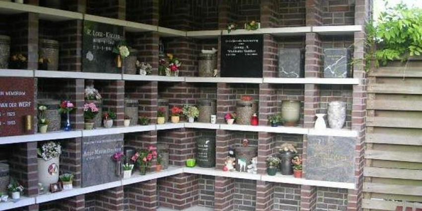 Urn gestolen vanaf begraafplaats in Delfzijl