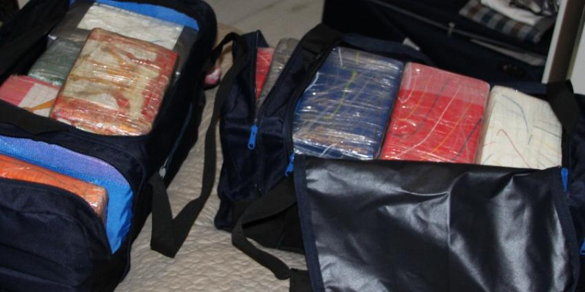 100 kilo cocaïne en drie verdachten van straat gehaald