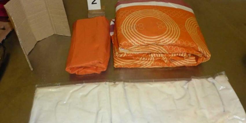 Cocaïnepasta ingenaaid in huishoudspullen onderschept