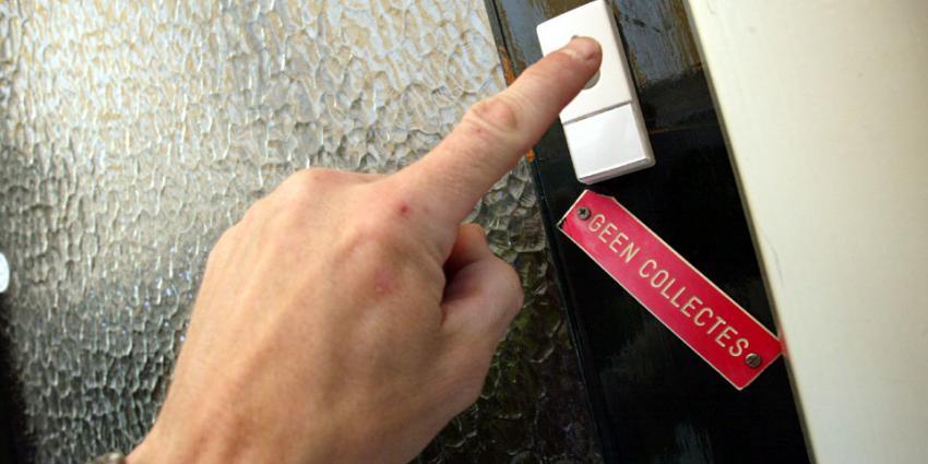 Ruimhartige Nederlanders stoppen weer meer geld in collectebus