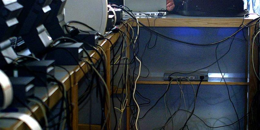 Politie houdt 28 Noord-Nederlandse internetoplichters aan