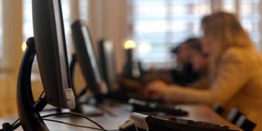 Foto van vrouw achter computer | Archief EHF