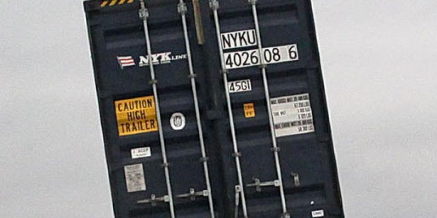 Zeecontainers en opleggers ingericht als hennepkwekerij