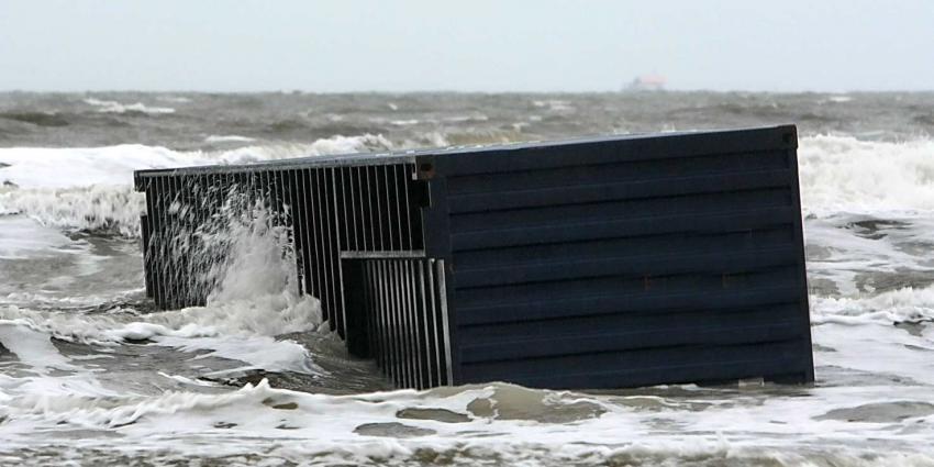 Berging containers uitgesteld door onstuimg weer