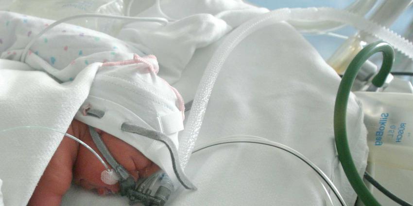 Muziektherapie bij UMCG voor te vroeg geboren baby's