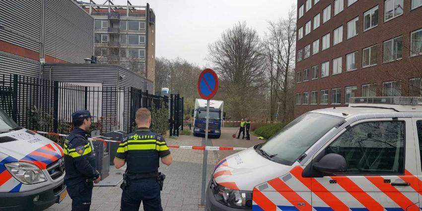 Voetganger overleden na aanrijding met vrachtauto in Amsterdam