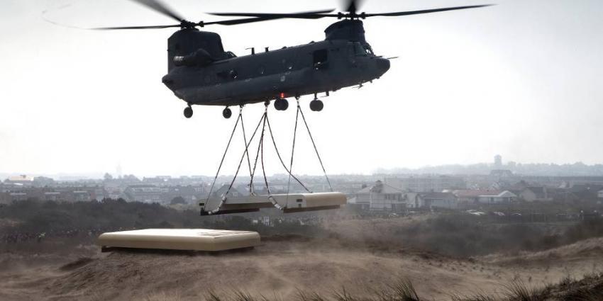 Chinook vervoert dak vuurleidingsbunker