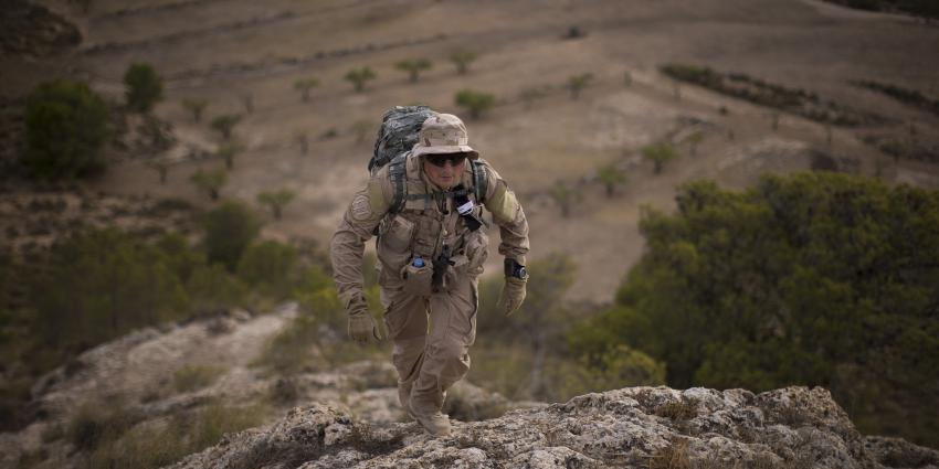 Militair op hitte training in Spanje