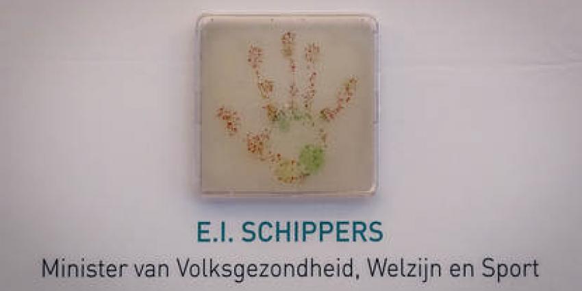 Minister Schippers zet handtekening tegen groei antibioticaresistentie