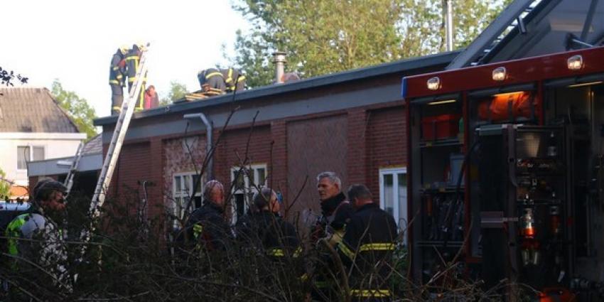 Brandweer grijpt snel in bij dakbrand in Wildervank