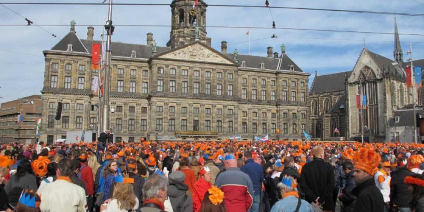 Foto van oranje menigte Paleis op de Dam | BON