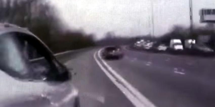 Agent redt moeder en dochter door ze van snelweg te rijden