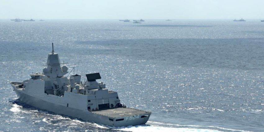 Marineschip onderschept ruim 2000 kilo drugs