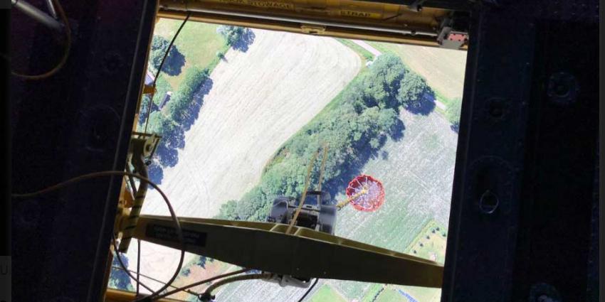 Blushelikopters defensie helpen blussen bij grote brand afval Hengelo
