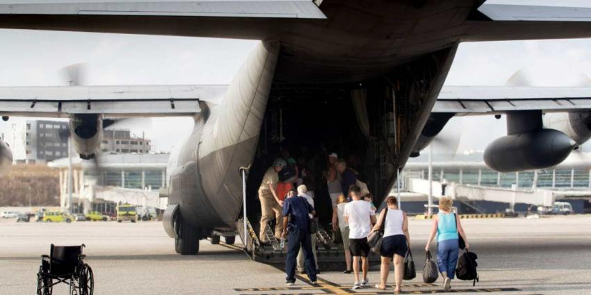 Koning Willem-Alexander bezoekt getroffen Sint Maarten