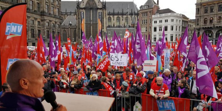 Demonstraties op de Dam voor een 'socialer Nederland'