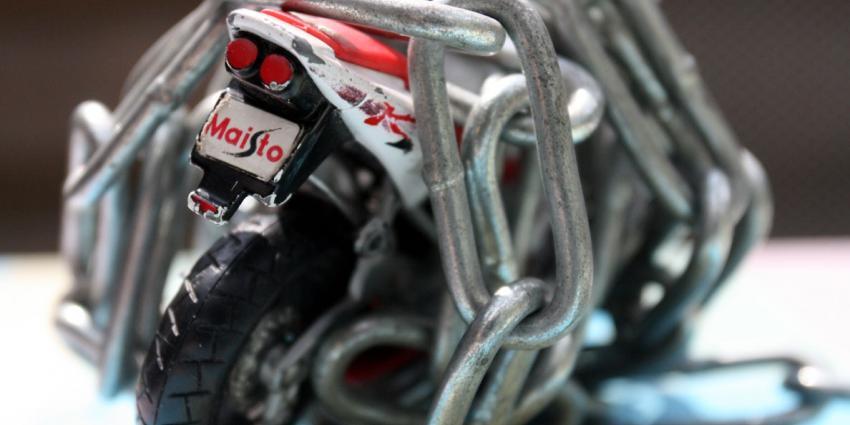 Minder motoren en brommers gestolen door GPS-beveiliging
