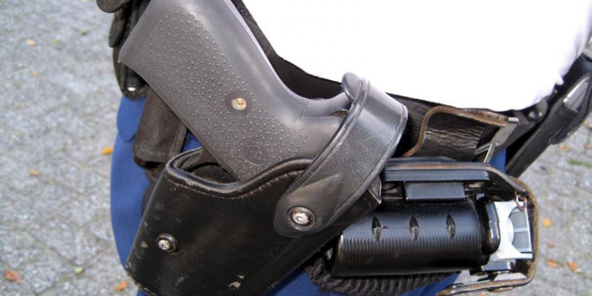 Politie lost waarschuwingsschot op man met pak geld op zak