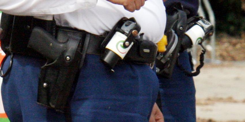 Man gewond bij schietpartij. Politie lost schot om daders te arresteren