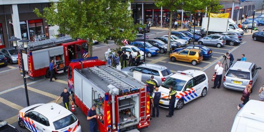 Bezoekers winkelcentrum vinden dode man in auto