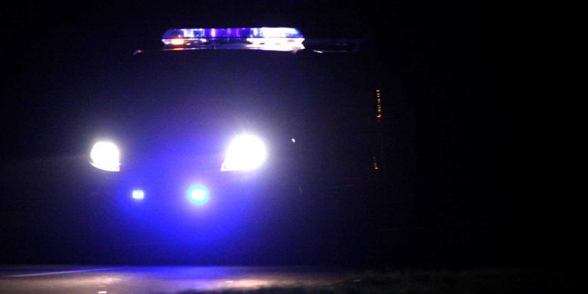 donker-politiebusje-zwaailicht